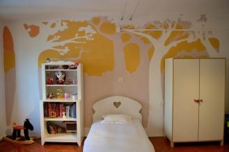 stanza bambini con alberi