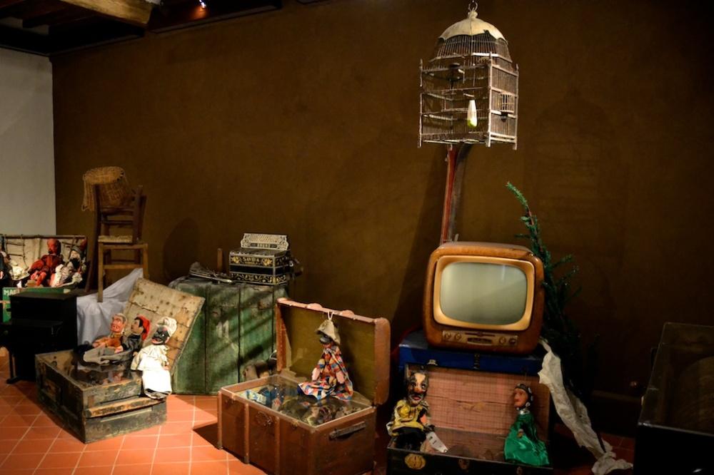 parete con intonachino cioccolato (stanza dei ricordi)